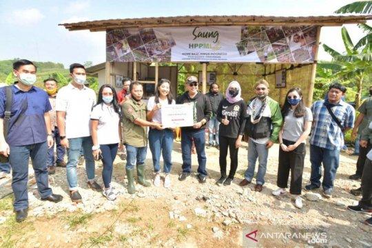 Bamsoet salurkan bantuan Rp 400 juta pada produsen jamur di Indonesia