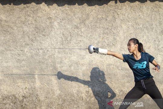 Atlet anggar berlatih mandiri saat pandemi COVID-19
