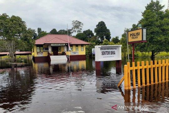 Banjir meluas, transportasi darat di Kapuas Hulu-Kalbar lumpuh