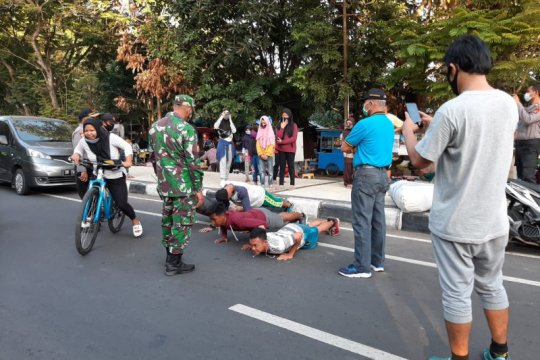 Gugus Tugas COVID-19 Mataram tertibkan aktivitas warga di CFD Udayana
