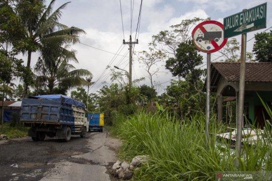 Dishub pasang lampu penerangan jalan di jalur evakuasi Merapi