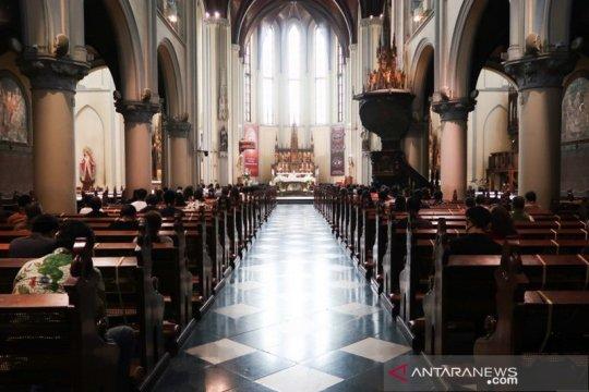 Katedral selenggarakan misa langsung pertama setelah tiga bulan PSBB