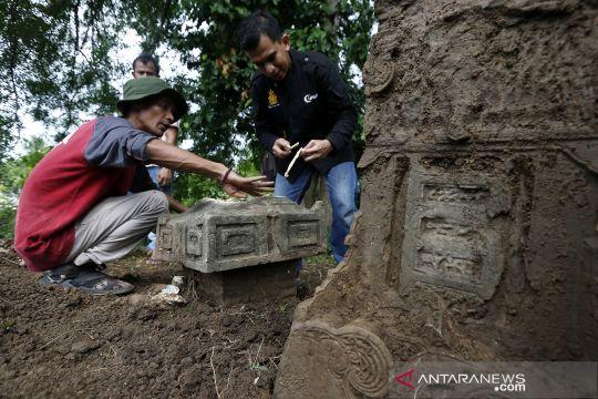 Aksi peduli sejarah dengan merawat nisan kuburan kuno di Aceh