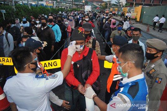 87 unit bus bantuan mampu urai calon penumpang KRL di Stasiun Bogor