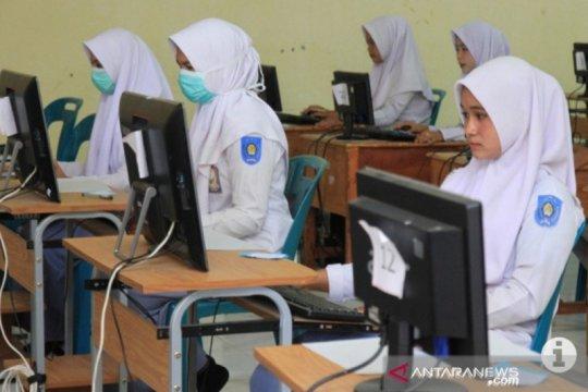 Tingkat kelulusan SMK di Riau mencapai 99,7 persen