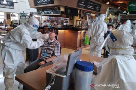 Dinkes Kota Bogor lakukan tes swab terhadap karyawan toko swalayan