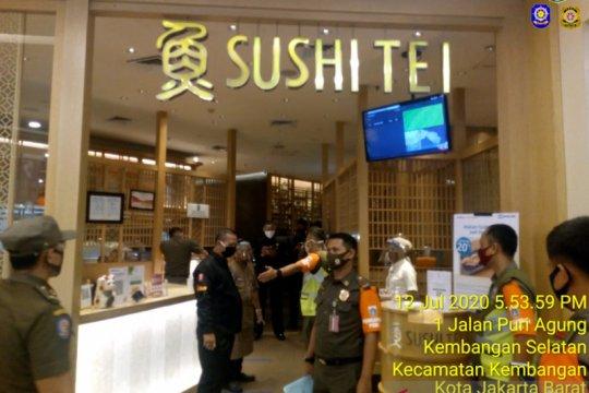 Satpol PP Jakbar beri sanksi restoran tak batasi jumlah pengunjung