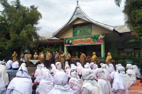 Siswa di Pariaman mulai belajar di sekolah dengan protokol kesehatan