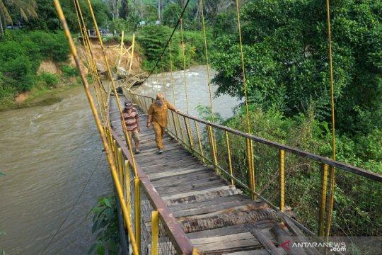 Jembatan gantung di Bone Bolango putus tergerus arus sungai