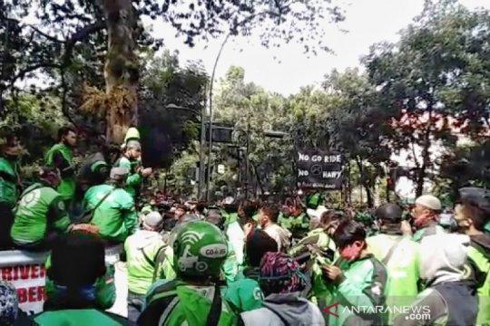 Ribuan ojol di Bandung demo, minta diizinkan angkut penumpang