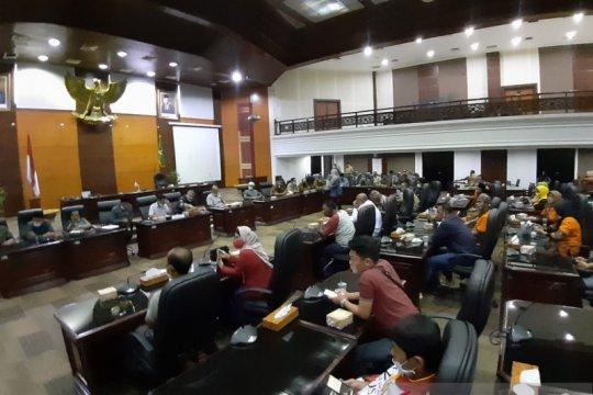 Puluhan orang tua murid kembali datangi DPRD Sumbar terkait PPDB 2020