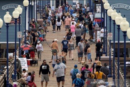 Krisis COVID-19 meluas, California kembali terapkan pembatasan