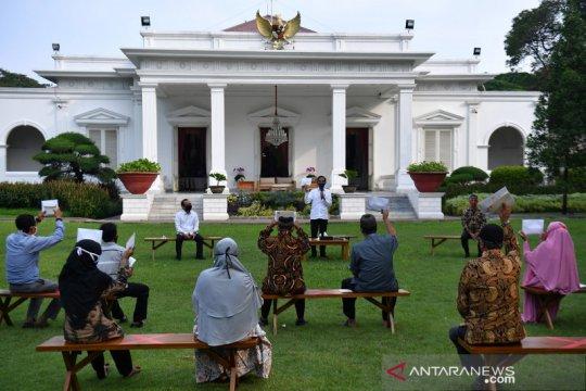 Presiden Jokowi serahkan bantuan modal kerja di Istana Merdeka