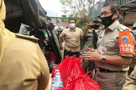100 paket sembako disalurkan untuk korban kebakaran Jalan Minangkabau