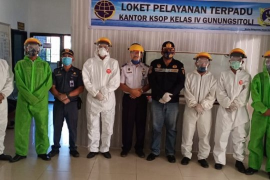 Otoritas Pelabuhan Gunungsitoli-Sumut wajibkan pengunjung pakai masker