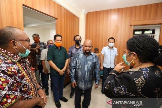 Gubernur Papua dijadwalkan tiba di Jayapura setelah dirawat di RSPAD