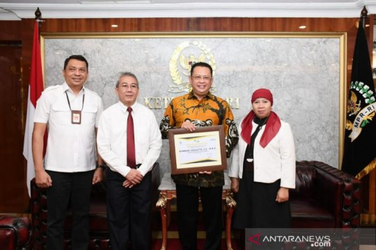 Ketua MPR terima piagam penghargaan dari Direktorat Jenderal Pajak