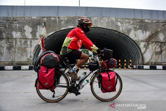 Mahir Abdullah bersepeda 17.000 KM jelajahi Indonesia