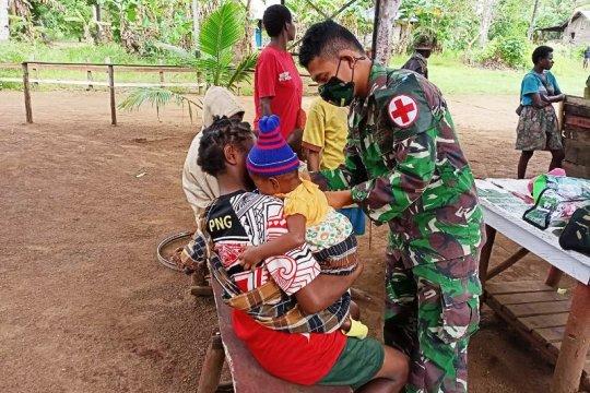 Prajurit TNI kelling kampung layani pengobatan warga perbatasan RI-PNG