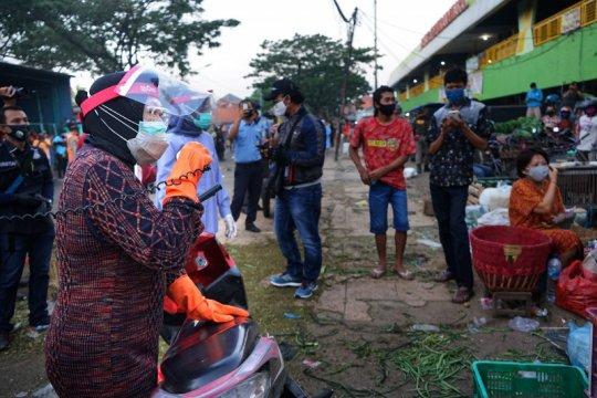 Wali Kota Surabaya pimpin operasi masker di Pasar Keputran