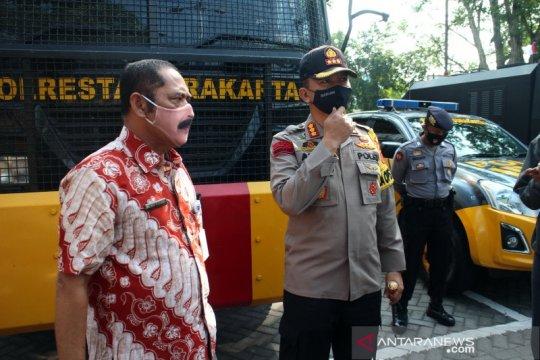 Warga berkerumun di Surakarta bakal langsung dites usap