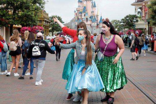 Di Hong Kong ditutup, Disneyland di Paris dibuka lagi