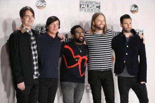 Mickey Madden memutuskan cuti dari Maroon 5 terkait KDRT