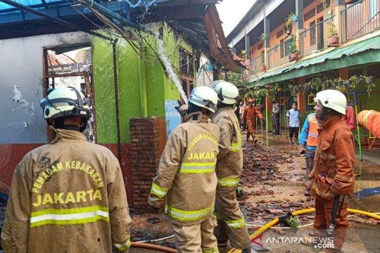 Gedung dan asrama panti asuhan di Cipayung terbakar