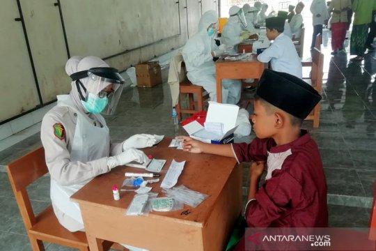 Biddokes Polda Banten tes cepat santri Ponpes Nawawi Albantani