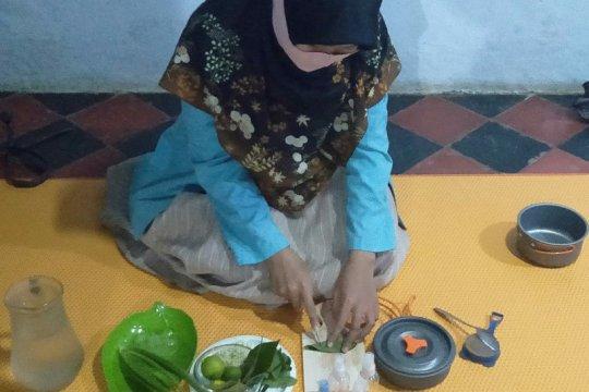 Mahasiswi UNS produksi penyanitasi tangan berbahan alam