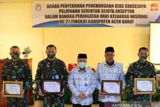Bupati Aceh Barat raih penghargaan akseptor KB terbaik di Aceh