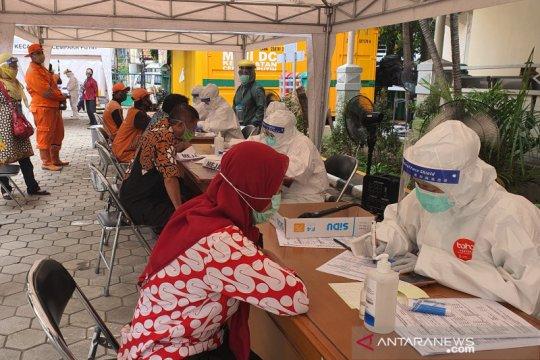 ASN dan PJLP Cempaka Putih di Jakarta Pusat jalani tes usap massal