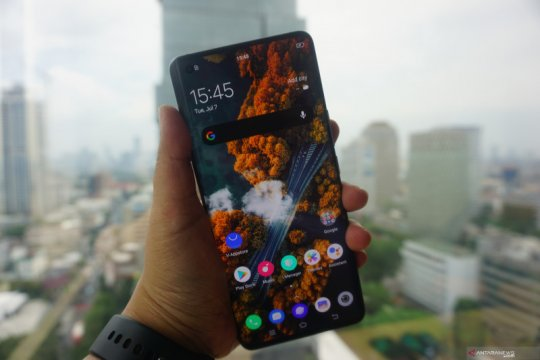 Menjajal ponsel premium Vivo X50 Pro