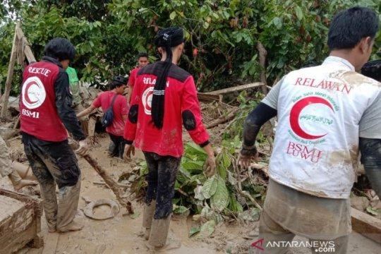 Timbunan lumpur jadi tantangan relawan di Masamba Luwu Utara
