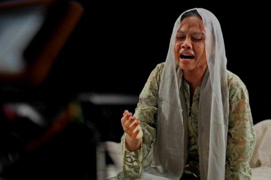 Dea Panendra alami kesulitan jadi ibu Malin Kundang