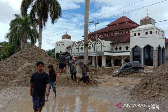 Empat sekolah di Luwu Utara tertimbun lumpur dan digenangi air