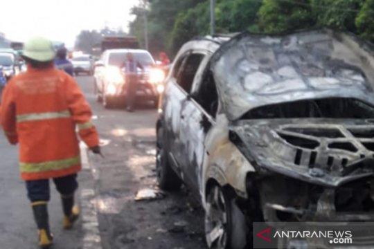 Minibus terbakar di Rest Area KM10 Cibubur