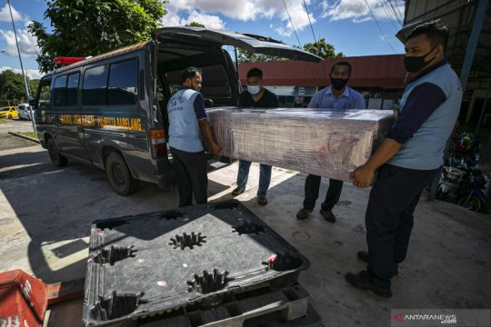 Polisi bawa enam ABK terkait penemuan jenazah dalam mesin pendingin