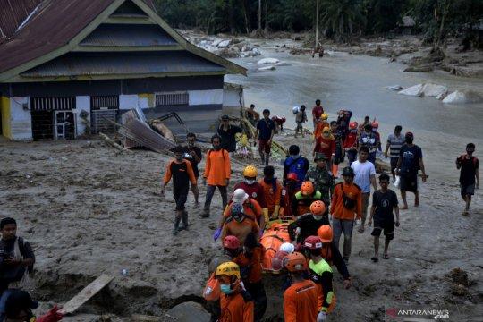 Evakuasi jenazah korban banjir bandang Luwu Utara