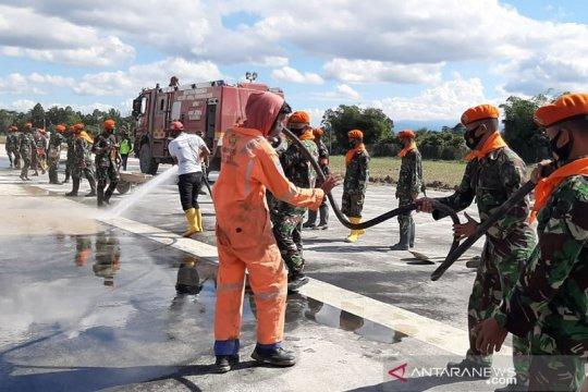 Paskhas TNI AU bantu bersihkan bandara Andi Djemma Luwu Utara