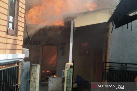 Enam kontrakan dan dua rumah terbakar di Pulo Gebang