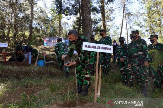 Alumni AKABRI 1995 tanam 2.500 bibit pohon di lereng Gunung Lawu