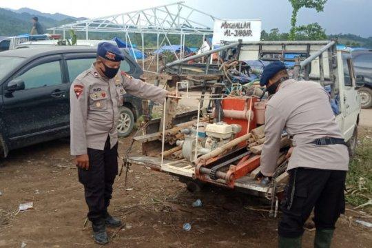 Brimob Polda Sulsel buatkan sumur bor bagi pengungsi banjir bandang