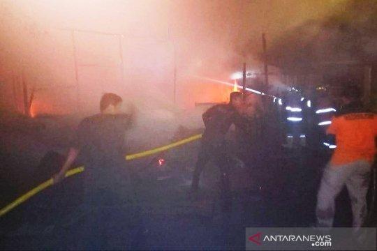 Tiga unit mobil damkar padamkan kebakaran rumah di Jakarta Utara
