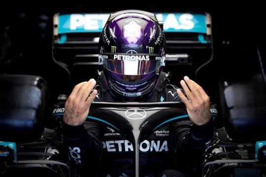 Hamilton ingin tetap membalap di F1 setidaknya tiga tahun lagi