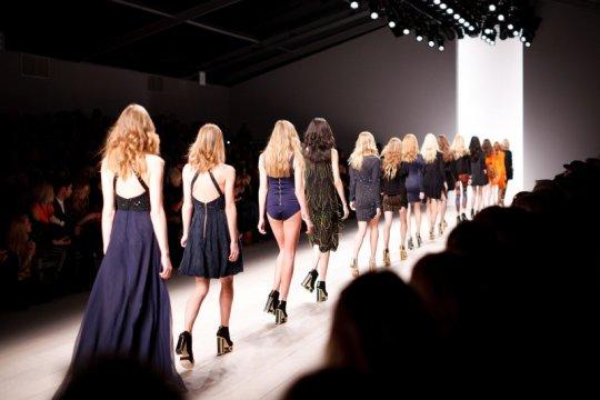 Pekan mode di Asia mulai digelar secara fisik pada Oktober