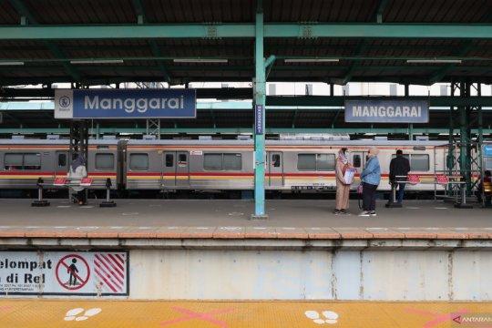 Antisipasi lonjakan penumpang, KCI bantu pengguna KRL hindari antrean
