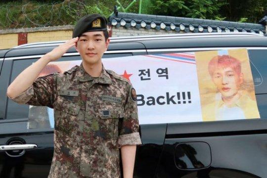Onew SHINee selesaikan wajib militer hari ini