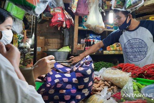 Pedagang Pasar Tebet Barat rasakan manfaat larangan kantong plastik