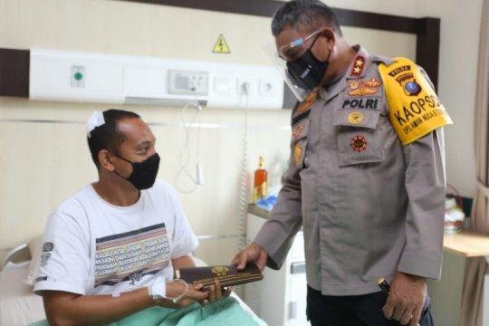 Kapolda Sumut berikan tali asih pada polisi korban penganiayaan